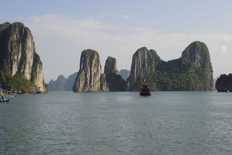 Ha Long bay, sumber foto : wikipedia