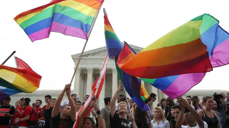 Perayaan dilegalkannya pernikahan sesama jenis di Amerika Serikat sumber foto : abcnews