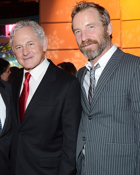 Victor Garber sumber : i.dailymail.co.uk