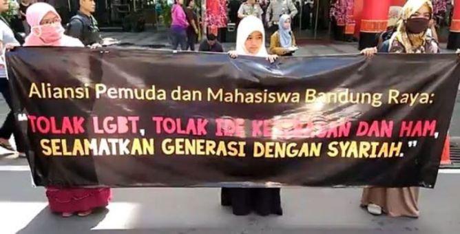Demo sejumlah pemuda dan Mahasiswa Bandung Raya Sumber : metrotv