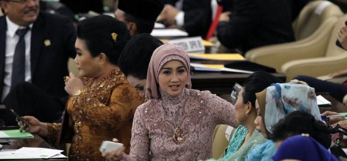 Dessy Ratnasari, Artis dan Anggota DPR RI Komisi VIII dari PAN Sumber : trbunnews