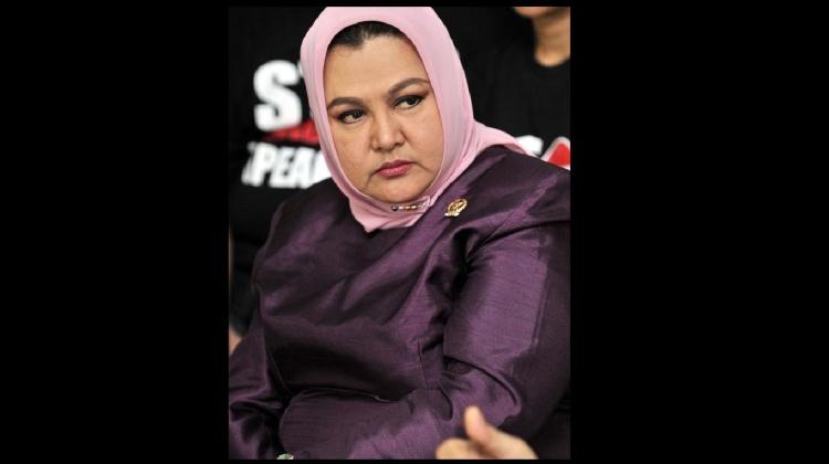 Emilia,Penyanyi dan Anggota DPD Jawa Timur Sumber : liputan6