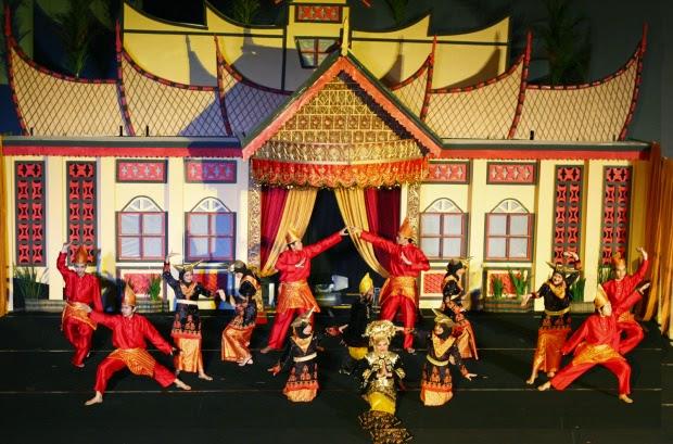 Kesenian randai Minang Sumber: tradisikita.my.id