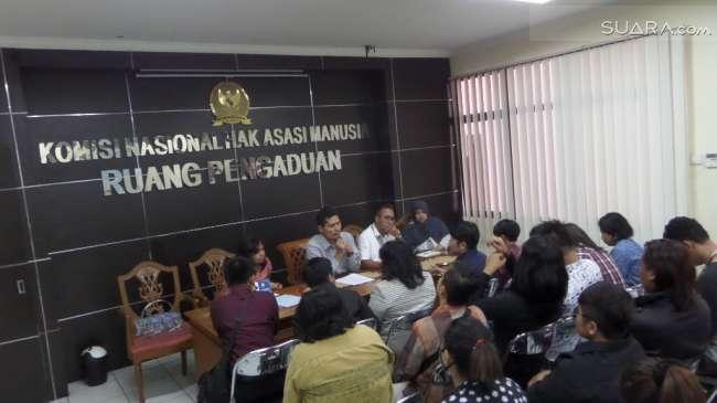 Puluhan perwakilan komunitas LGBT diterima oleh Komisioner Komnas HAM Muhammad Nur Khoiron Sumber : suara.com