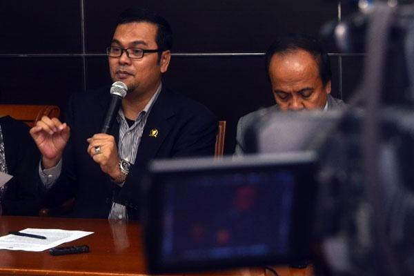 Maneger Nasution, Komisioner Komnas HAM (kiri) Sumber : salam-online.com