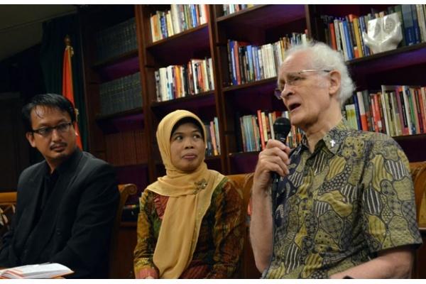 Prof. Dr. Franz Magnis Suseno, Sj. Guru Besar Sekolah Tinggi Filsafat Driyarkara Sumber : satuharapan