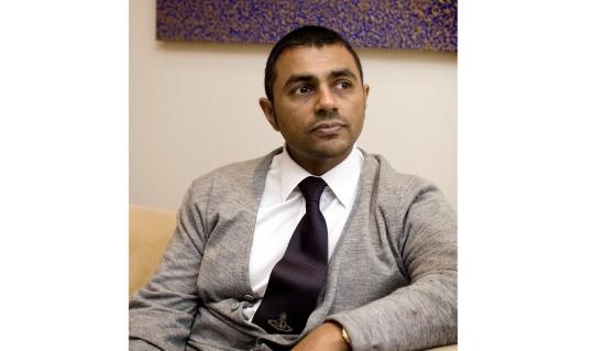 Waheed Alli Sumber : wikipedia