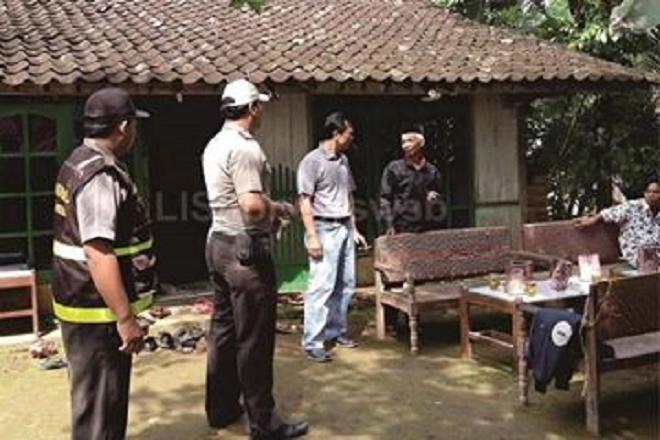 Polisi di Rumah Andini Sumber : forum.suara.com