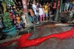 Pasangan sejenis dihukum menyembelih hewan dan darahnya dipakai untuk mencucikampung