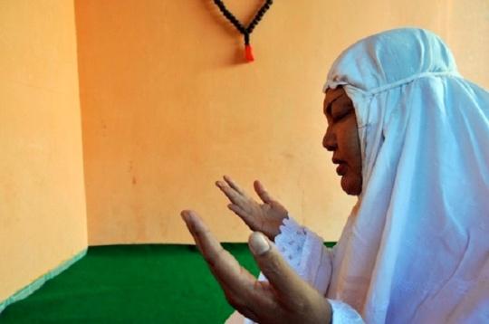 Almarhumah Ibu Maryani, Pendiri Pondok Pesantren Waria di Yogyakarta