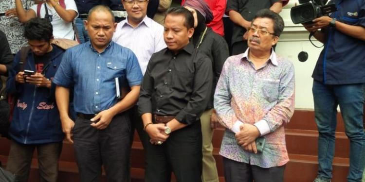 KOMPAS.com/INDRA AKUNTONO Komisioner Komisi Penyiaran Indonesia Rahmat Arifin (tengah) Sumber : Kompas