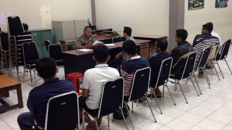 Interogasi Satpol PP Kota Surabaya Sumber : detiknews.com